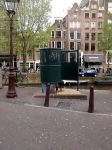 Amsterdam: pee friendly (for guys)